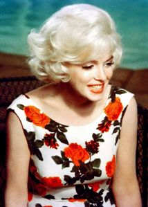 marilyn-monroe-on-the-set-of-somethings-got-to-give-1962-1387235240_b.png